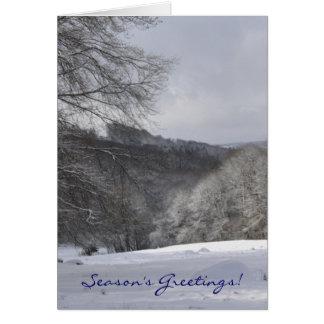 雪、木および丘のクリスマス カード