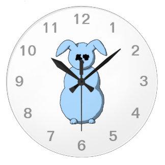 雪、淡いブルーの漫画のウサギ。 ラージ壁時計