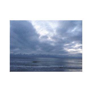 雲および海のスカイライン キャンバスプリント