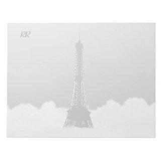 雲で浮かぶロマンチックなエッフェル塔 ノートパッド