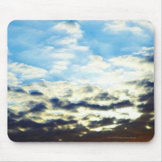 雲との赤いオレンジ青い日没 マウスパッド