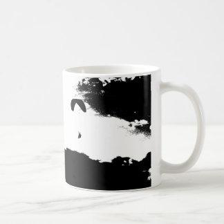 雲の上のパラグライダー コーヒーマグカップ
