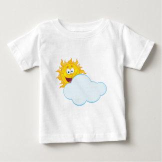 雲の後ろに隠れる日曜日のマスコットのマンガのキャラクタ ベビーTシャツ
