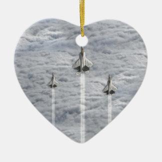 雲の登山のジェット機 セラミックオーナメント