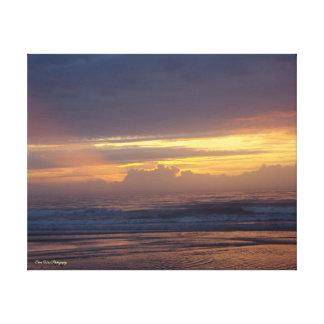 雲を通した日光 キャンバスプリント