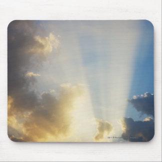 雲を通って照る光線 マウスパッド