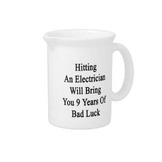 電気技師に当ることは9年間のBを持って来ます ピッチャー