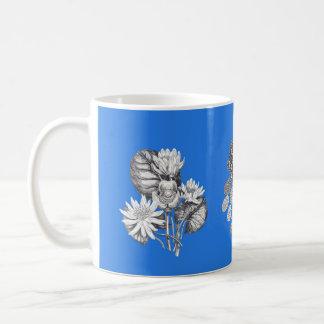 電気青い背景のモノクロ花 コーヒーマグカップ