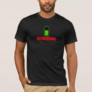 電池のTシャツの再充電 Tシャツ