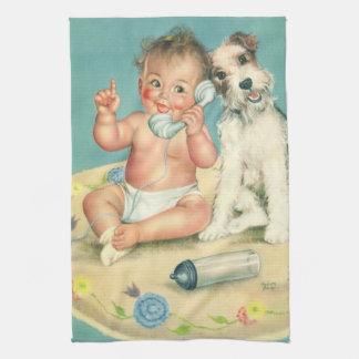 電話小犬で話しているヴィンテージのかわいいベビー お手拭タオル