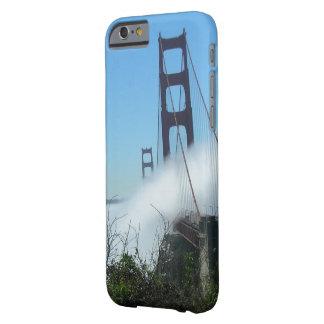 電話箱-霧のゴールデンゲートブリッジ BARELY THERE iPhone 6 ケース