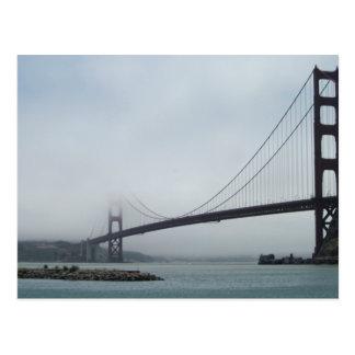 霧のゴールデンゲートブリッジの郵便はがき ポストカード