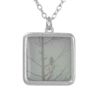 霧のタカ シルバープレートネックレス