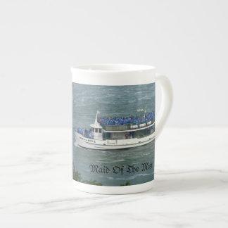 霧のボートの乗車のナイアガラ・フォールズのマグの女中 ボーンチャイナカップ