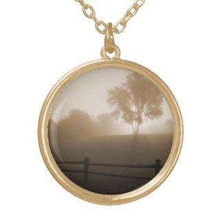 霧の日の出 ゴールドプレートネックレス