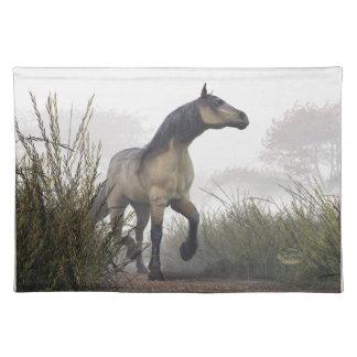 霧の淡い色のな馬 ランチョンマット
