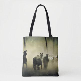 霧の馬の群れ トートバッグ