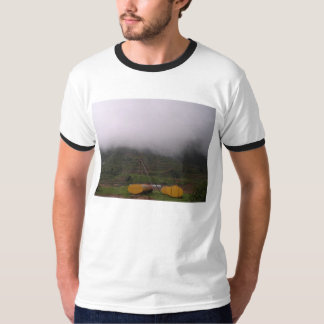 霧深いインド Tシャツ