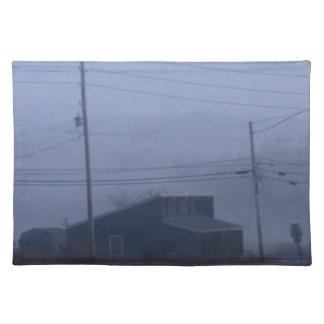 霧深いゴーストタウン ランチョンマット