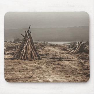 霧深いビーチのマウスパッドの流木 マウスパッド