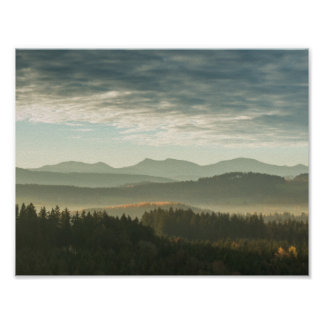 霧深い丘 ポスター