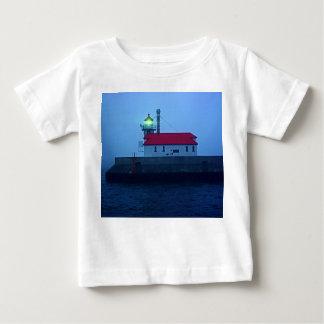 霧深い南桟橋の灯台 ベビーTシャツ