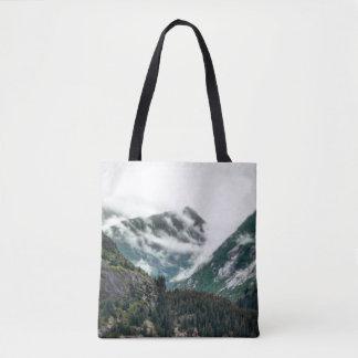 霧深い山はトートバックを越えます トートバッグ