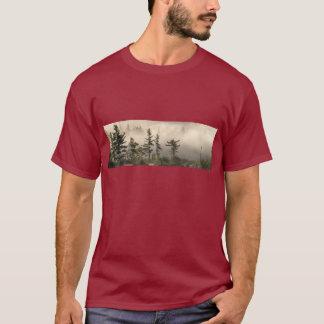 霧深い山草原のしおり Tシャツ
