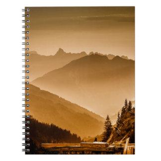 霧深い山 ノートブック