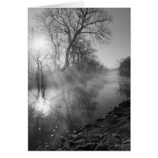 霧深い川の朝の日の出のメッセージカード カード