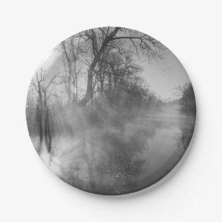 霧深い川の朝の日の出の紙皿 ペーパープレート
