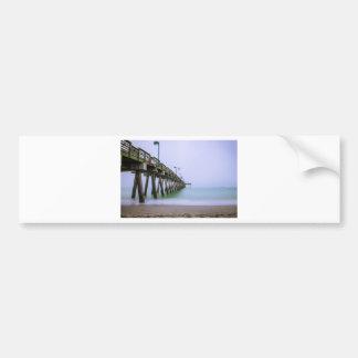 霧深い日のベニスのビーチ桟橋 バンパーステッカー