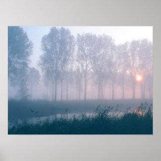 霧深い日の出 ポスター