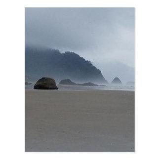 霧深い日の抱擁ポイントオレゴンの海岸 ポストカード