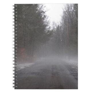 霧深い朝の歩行 ノートブック