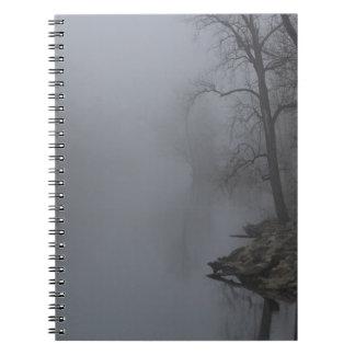 霧深い朝 ノートブック