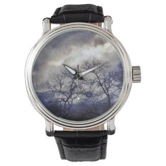 霧深い木の腕時計 腕時計