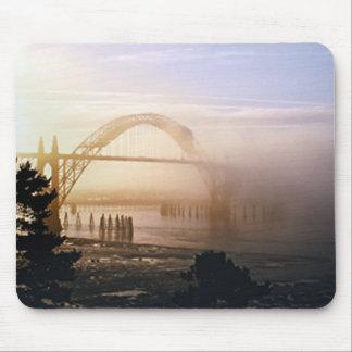 霧深い橋 マウスパッド