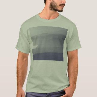 霧深い海岸線 Tシャツ