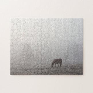 霧深い牧草を食べること ジグソーパズル