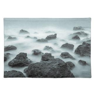 霧深い石 ランチョンマット
