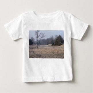 霧深い草原 ベビーTシャツ