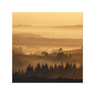 霧深い谷のキャンバスの芸術 キャンバスプリント
