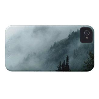 霧深いPNWの雨林の自然の景色の電話箱 Case-Mate iPhone 4 ケース