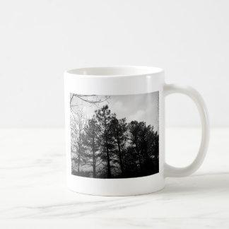 霧深く空気のようで幽霊のよく出るな木の森林森の霧 コーヒーマグカップ