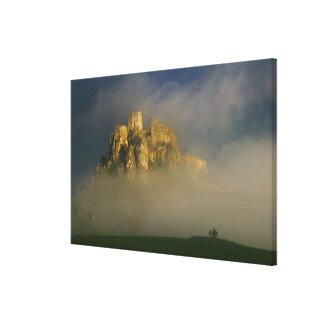 霧、スロバキア2のSpisskyのhrad キャンバスプリント
