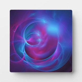 青いすみれ色およびピンクの宇宙渦巻形のなフラクタル フォトプラーク