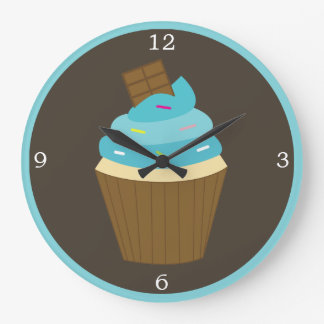 青いつや消しの虹はカップケーキを振りかけます ラージ壁時計