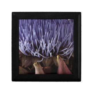 青いアーティチョークの花の葉のマクロ写真 ギフトボックス