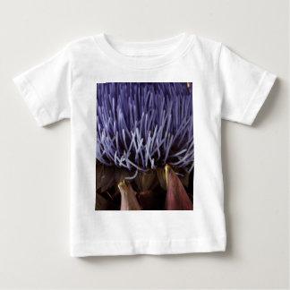 青いアーティチョークの花の葉のマクロ写真 ベビーTシャツ